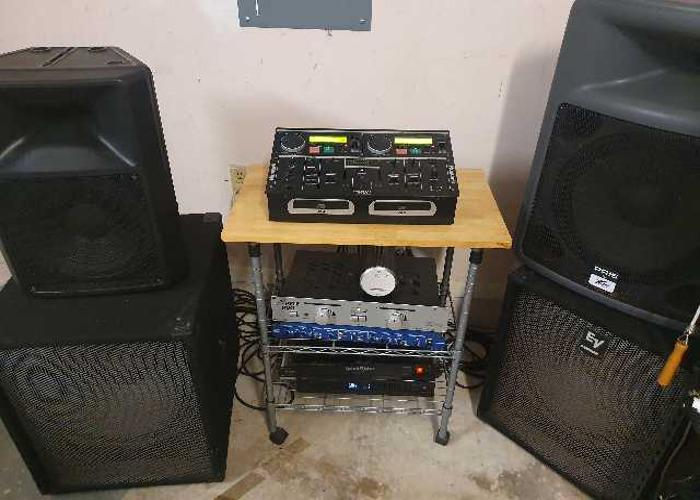 Dj system. Speakers, subwoofers, mic, tripods etc. - 1