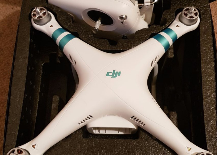 DJI Phantom 3 Standard w/protective case & carbon propellors - 1