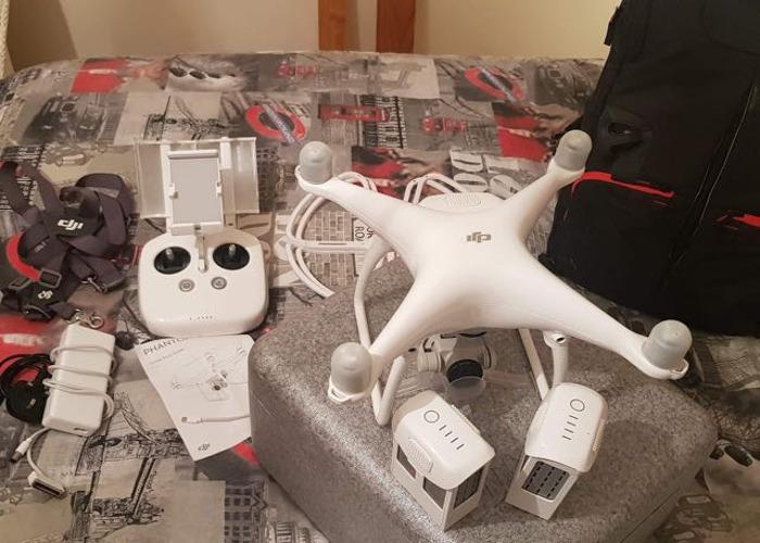 DJI Phantom 4 Drone 3 Batteries + Extras - 1