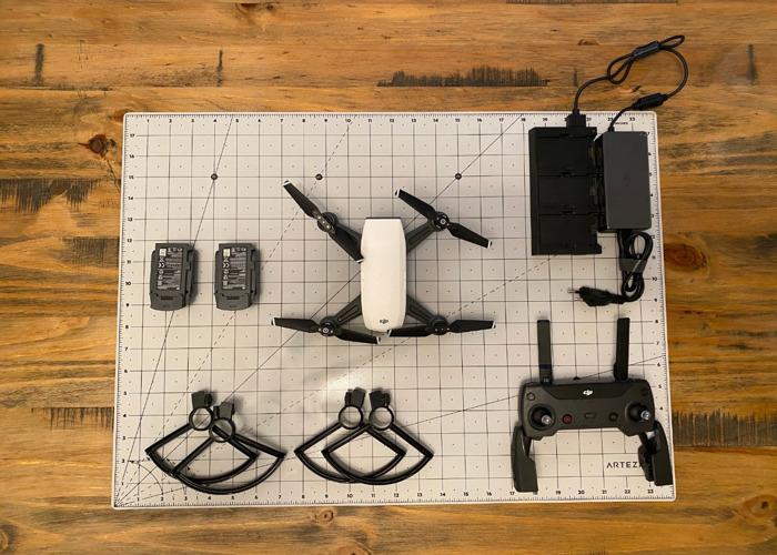 DJI Spark - Controller - batteries - case - charger - 1
