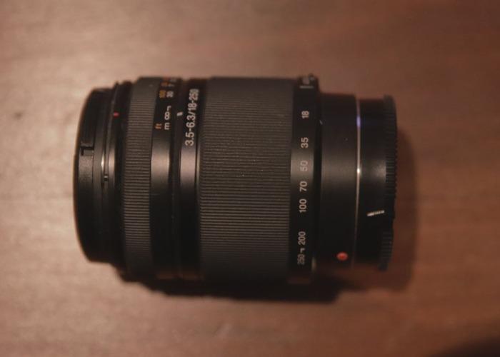 Sony DT 18-250 mm F3.5–6.3 (SAL18250) - 1