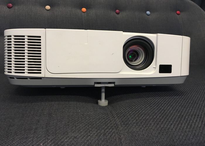 Easy set up Projector - NEC P501X  - 1