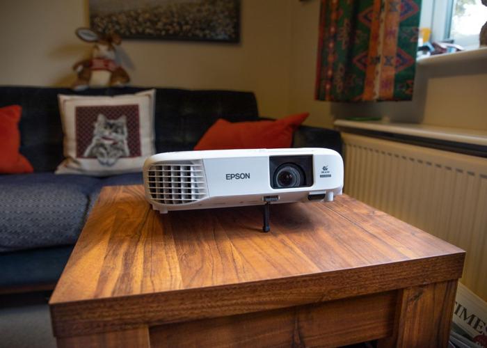 Epson FULL HD Home Cinema Projector/ Daylight Presentation - U05 - 1