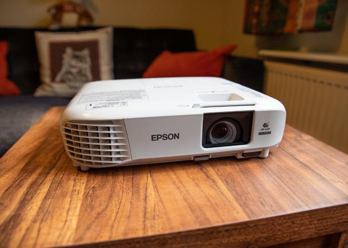 Epson FULL HD Home Cinema Projector/ Daylight Presentation - U05 - 2