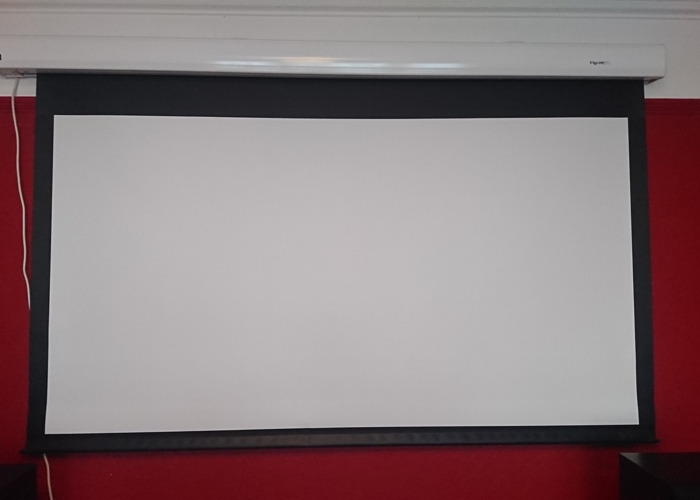 Eyeline Pro Electric Projector Screen - 1