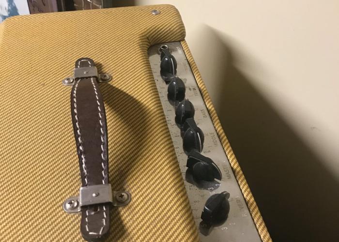 fender blues-tweed-amp--37463640.jpeg