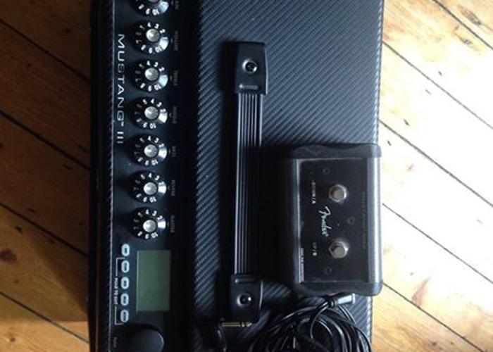 Fender Mustang III Combo Guitar Amplifier - 2