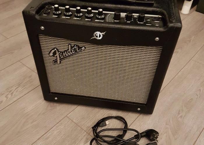 Fender Mustang Multi_Effect Amp - 1