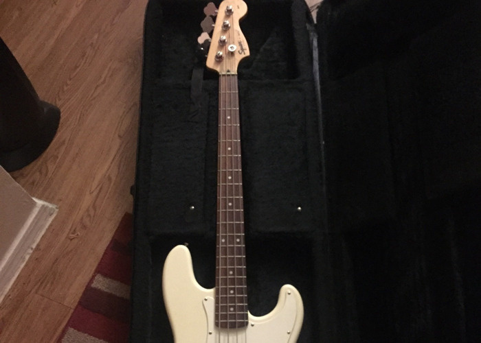 Fender Player Jazz Bass - Polar White with Maple Fingerboard - 1