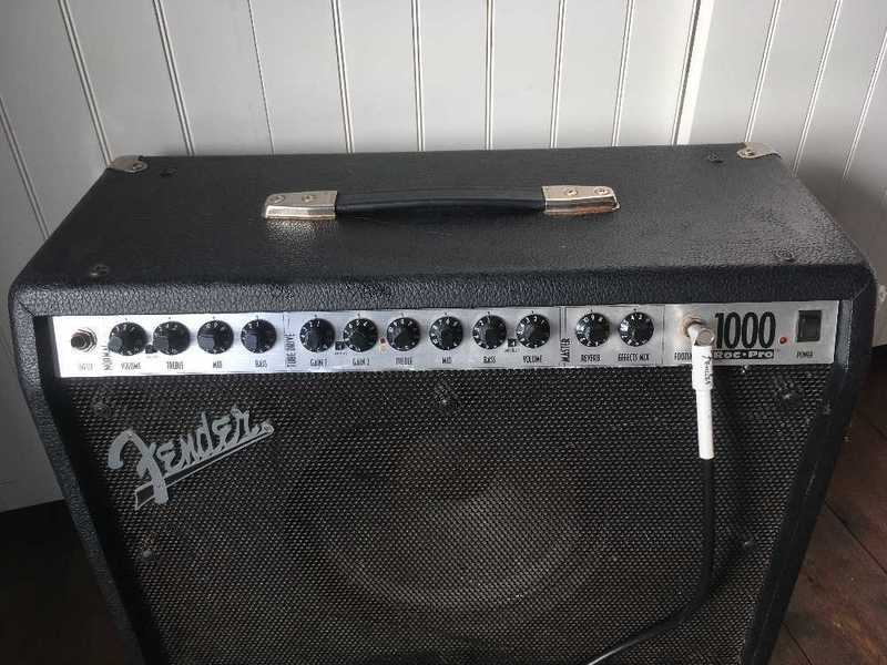 Rent Fender Roc Pro 1000 Guitar Amp + footswitch in London