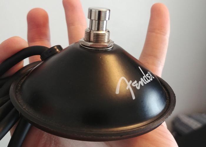 Fender Rumble 200 Combo (V3) - 2