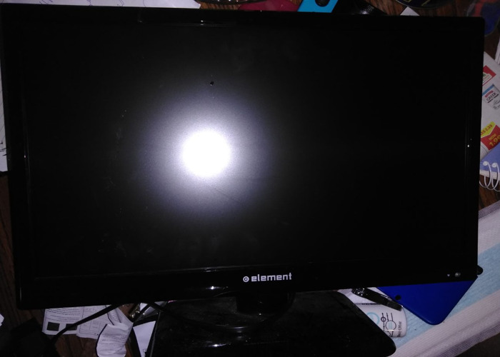 """Flat 19"""" TV. Ready for games or extra TV - 1"""