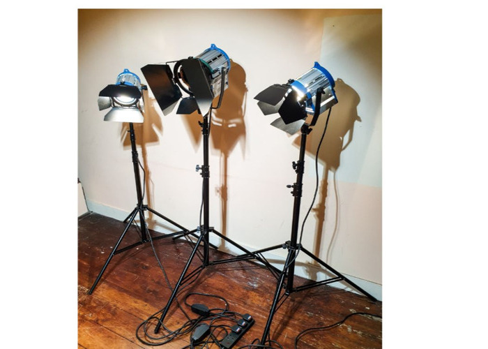 Fresnel Lights Video Spot Light 1000W and 2x 650W - 1