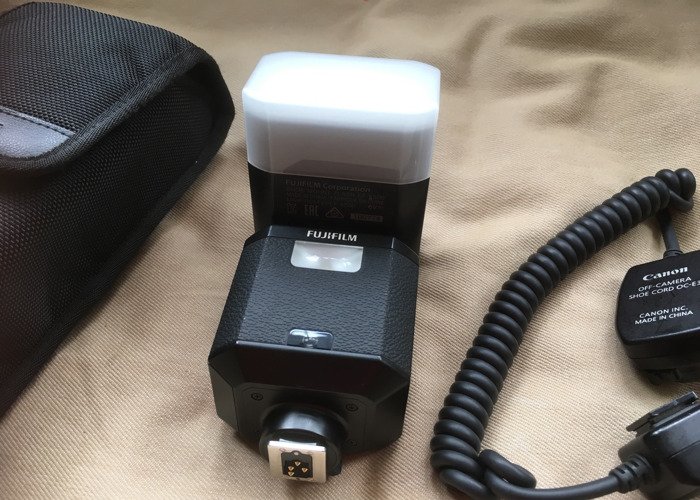 Fuji EF-X500 Flashgun + Off camera Flash Cord - 2