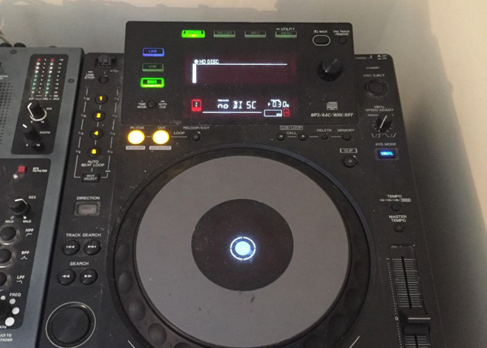 Full DJ set up - 2x CDJ 900 + xone 42 - 2