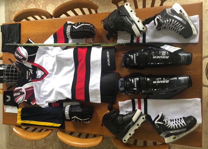 Full Men's Ice Hockey Attire / Equipment Size Large / Medium - 2