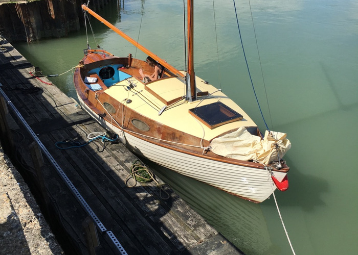 Gaff Rigged 22ft Vintage Period Yacht  - 2