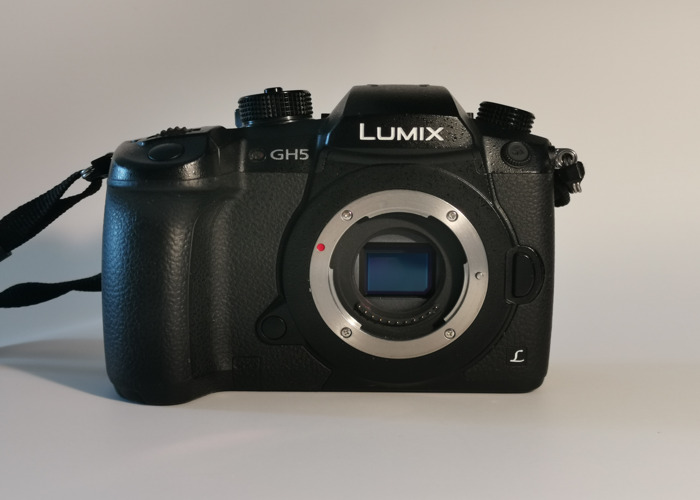 GH5 Body + 6 batteries + SD card - 1