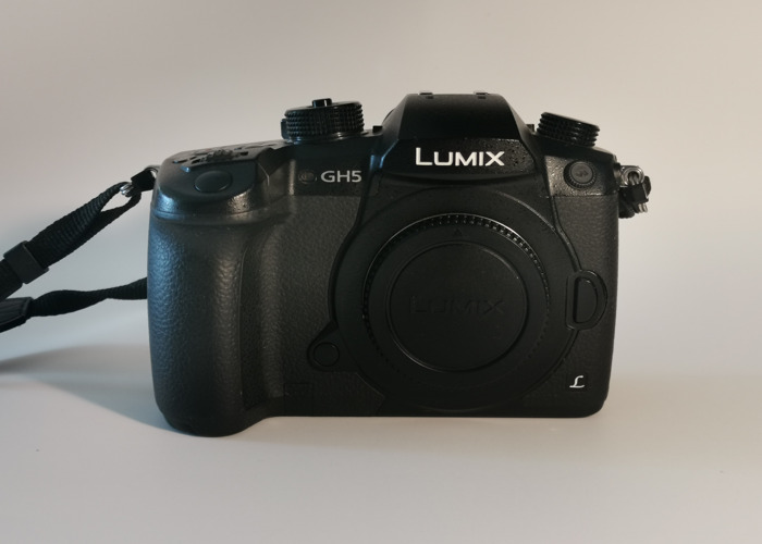 GH5 Body + 6 batteries + SD card - 2