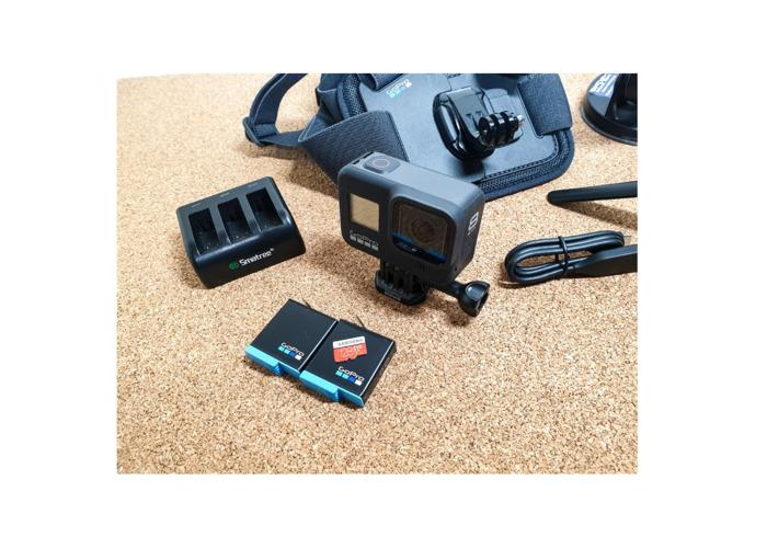 Gopro 8 Balck - 2x Batteries, Chest, Sucker mount, tripod 128 GB SD - 2