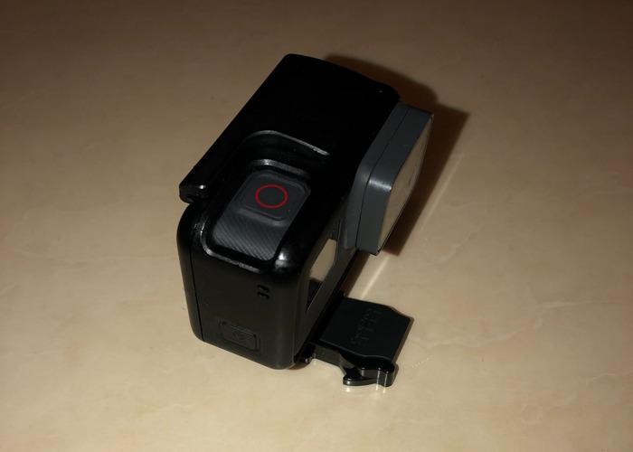 GoPro Hero 5 + Accessories - 1