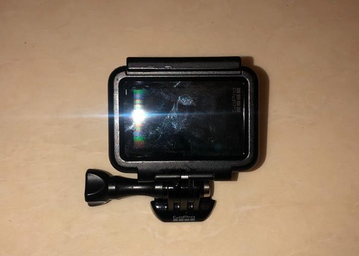 GoPro Hero 5 + Accessories - 2
