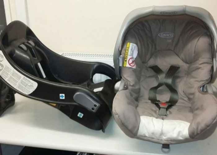 Graco baby car seat with base - 1