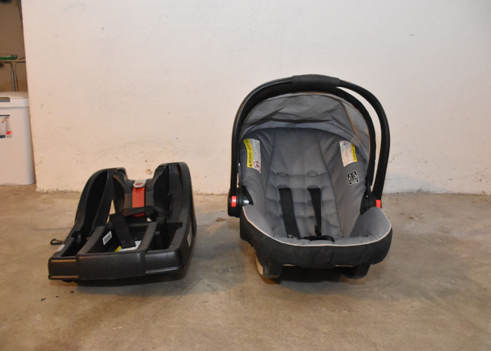 Graco car seat with base - 1
