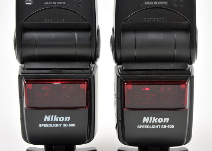 Gran par de nikon sb 600 speedlite flashguns - 1