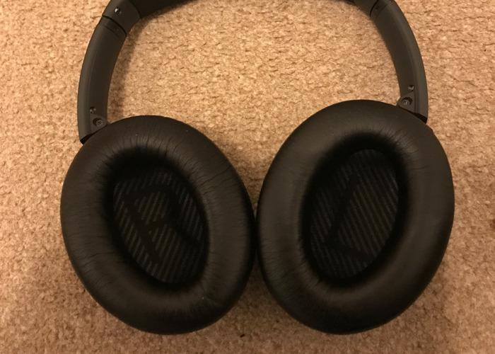 Bose Quiet Comfort 35 Headphones - 2