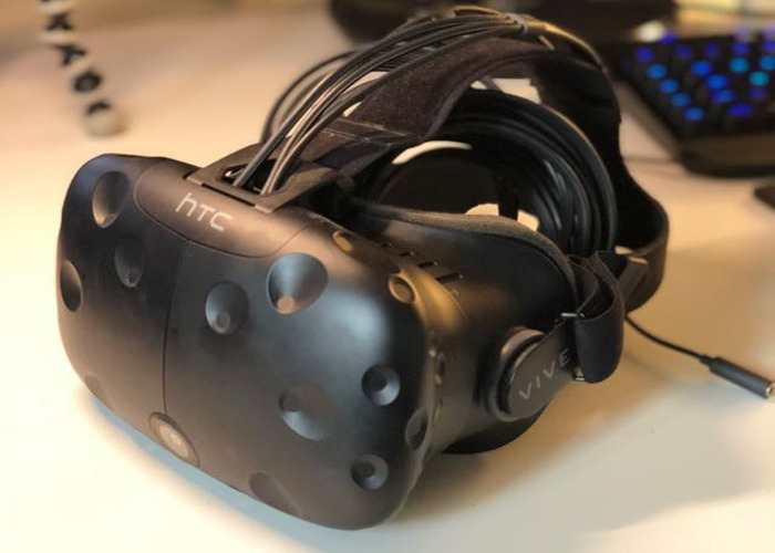 HTC Vive (Headset, Controllers & Lightboxes) - 1