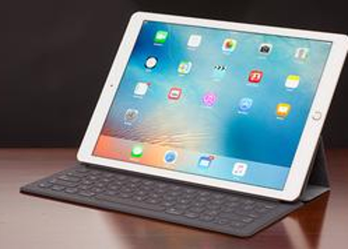 "Ipad pro 12.9"" and keyboard  - 1"