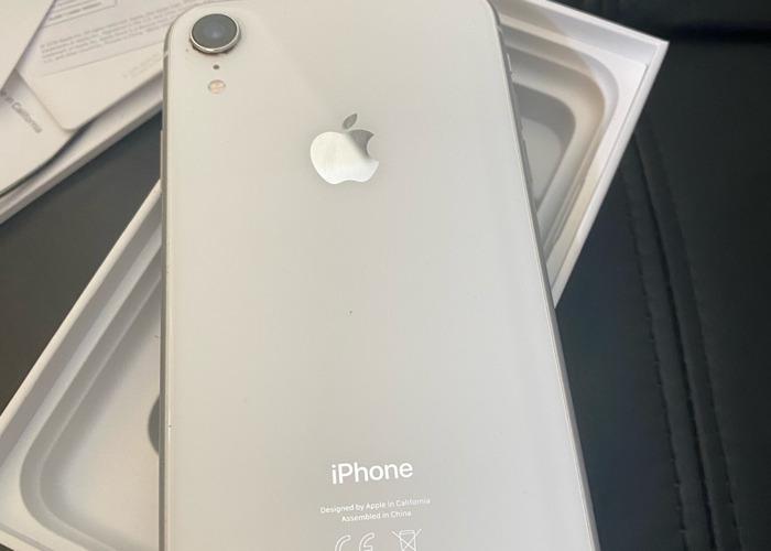 Iphone xr 64GB UNLOCKED  - 2