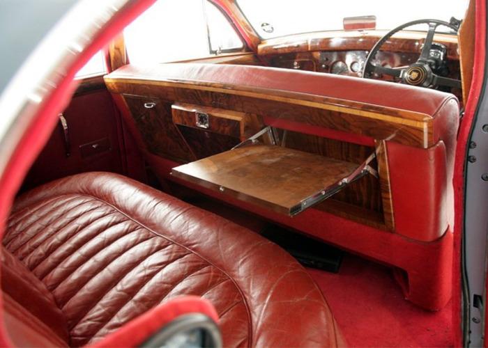 Jaguar Mk IX Saloon (1961) - 2