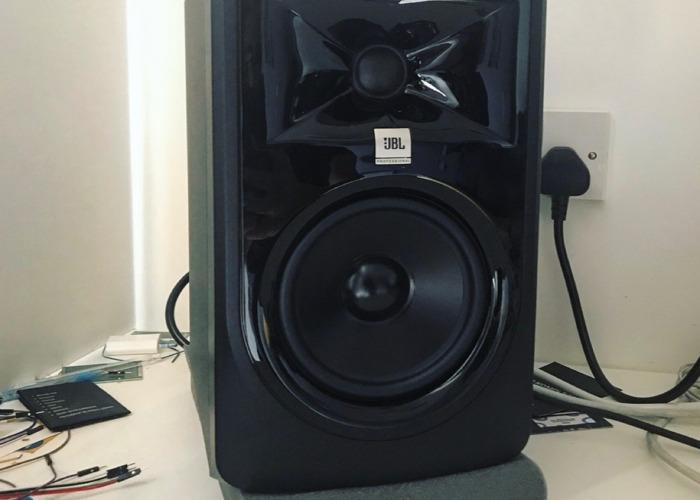 JBL 305 MKII Studio Monitors Pair - 1