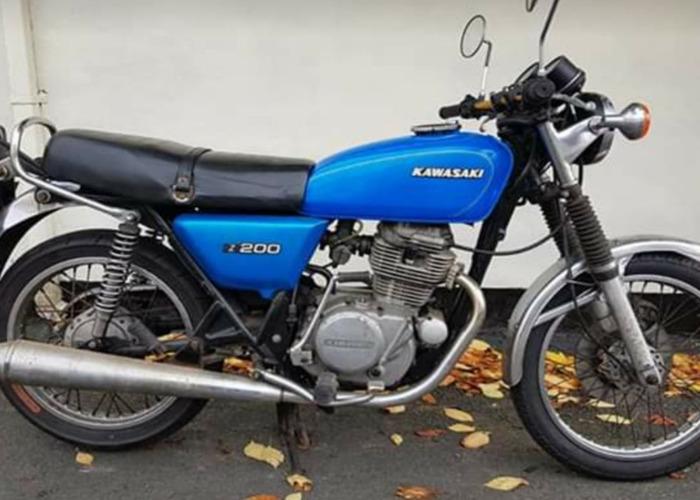 Kawasaki z200 - 1