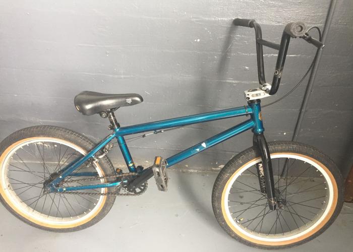 kink bmx-20-inch-bike-64075405.JPG