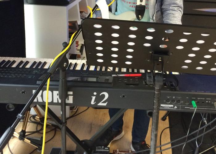 Korg i2 Keyboard - 1