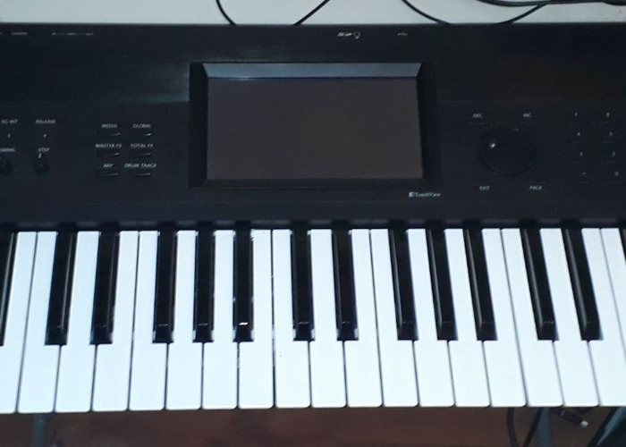 Korg Krome Synthesiser Workstation - 1