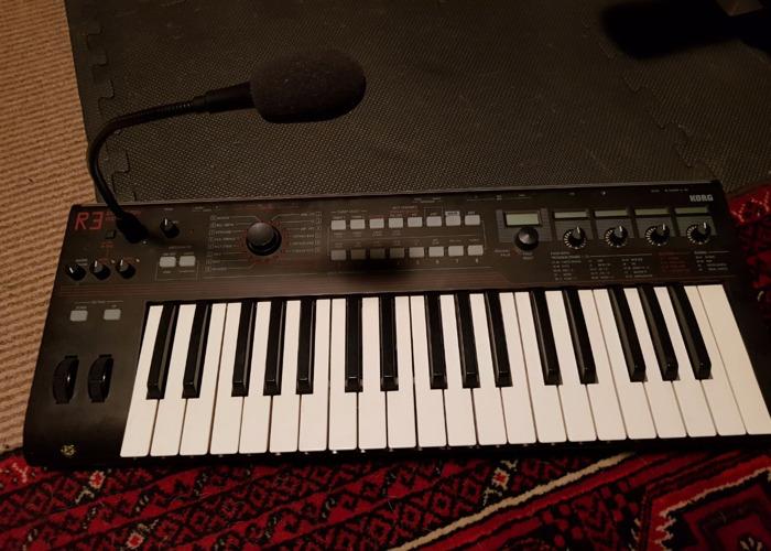 Korg R3 Synthesizer Vocoder - 1