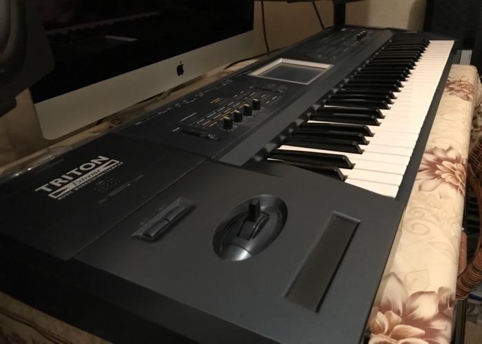 Korg Triton Extreme Keyboard Workstation with MIDI - 1