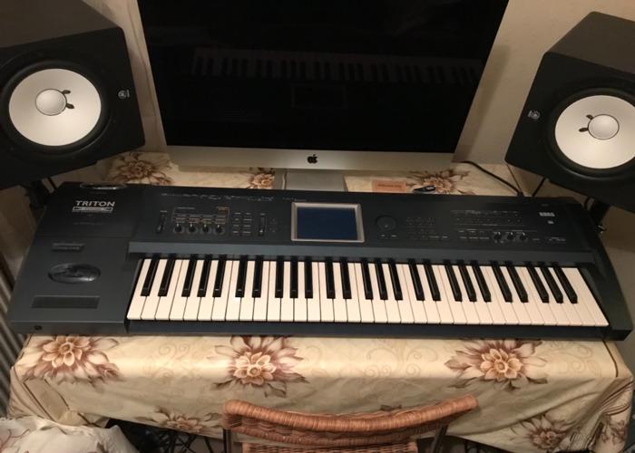 Korg Triton Extreme Keyboard Workstation with MIDI - 2