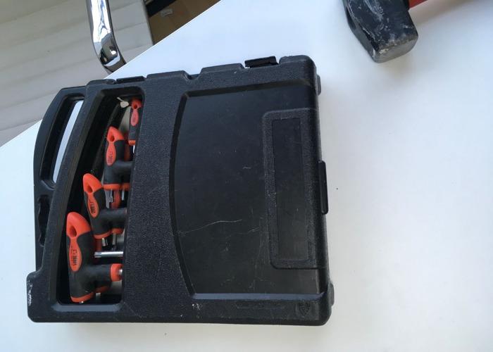 Large set Alan Keys & security in case  - 2