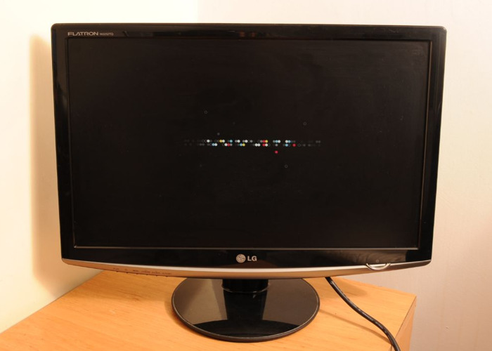 "LG 22"" Flat Screen. 1680 x 1050. VGA & DVI-D Inputs. Widescreen  - 1"