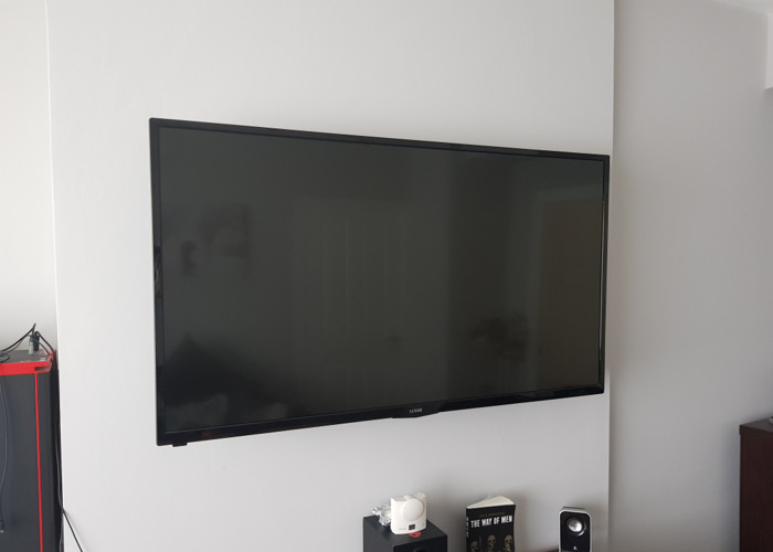 Luxor 50in smart tv  - 1