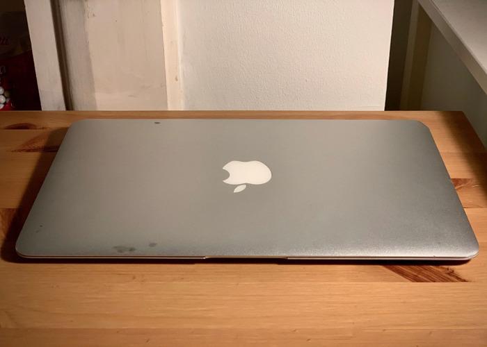 "Macbook Air 11"" 1.6 GHz Intel Core i5 4GB Memory - 2"