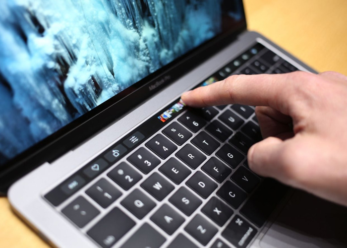 Macbook Retina with touch bar  - 1
