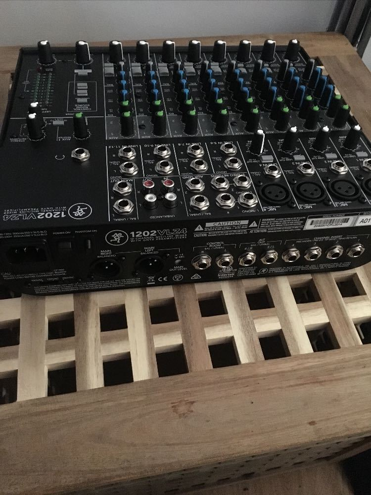 Mackie 1202-VLZ4 12-Channel Compact Mixer - 2