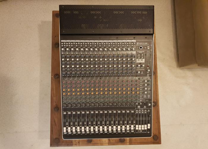 Mackie Onyx 1640i  Firewire Mixer & Audio Interface - 2
