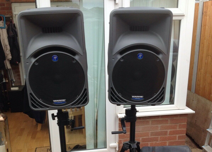 Mackie SRM 450 speakers with stands - 1